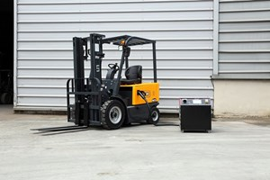 UN Forklift FB25N1LZ1